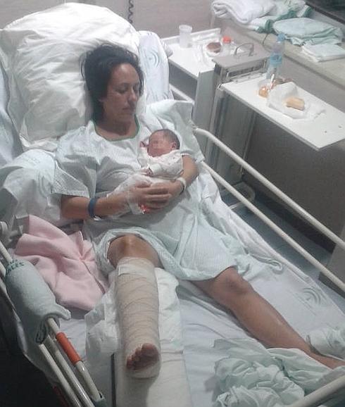 denuncia mujer embarazada se parte tobillo malaga hospital materno negligencia